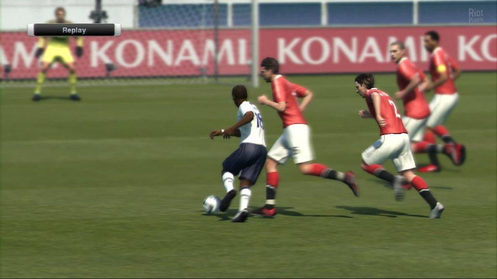 دانلود بازی Pro Evolution Soccer 2011 برای کامپیوتر PC - فوتبال تکاملی حرفه ای PES 11